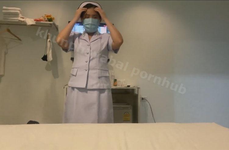 คุยกันตอนเย็ดโครตได้อารมณ์ เมื่อเพื่อนสาวพยาบาล อยากโดนแตกใส่ปาก