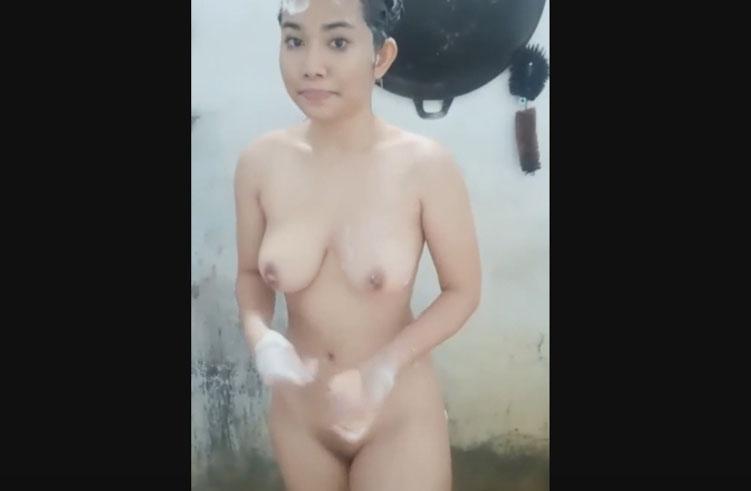สาวอินโด อาบน้ำโชว์