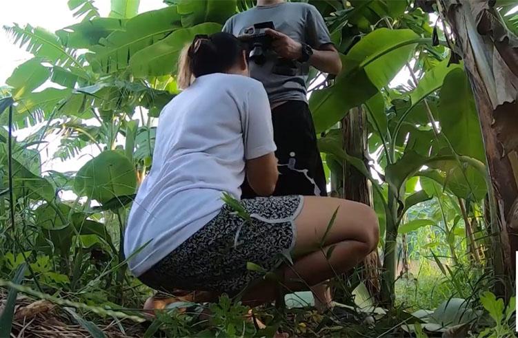 จัดเด็ดแอบพ่อ เล่นเสียวดงป่ากล้วยสวนหลังบ้าน
